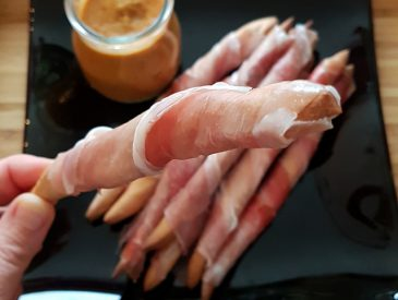 L'idée apéro du week-end : Gressins au Jambon Italien, dip aubergine & poivron rouge