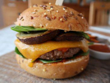 Burger de boeuf & champignons à la sauce barbecue maison