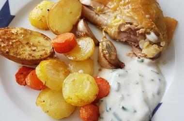 Poulet rôti au citron confit, légumes au raz el hanout & sauce à la menthe