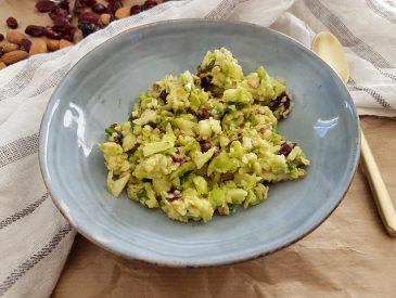 Salade brocolis & amandes pour utiliser un pied de brocolis