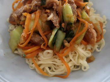 Wok de porc caramélisé aux légumes