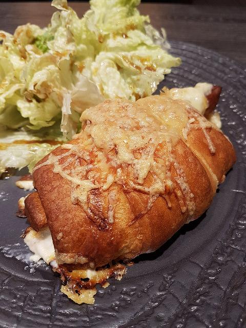 Les croissants au jambon et au fromage
