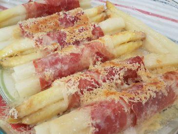 Asperges gratinées au jambon et Parmesan