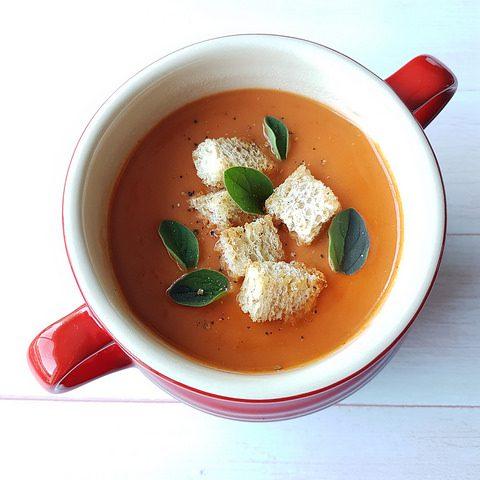 Soupe de tomates rôties aux herbes