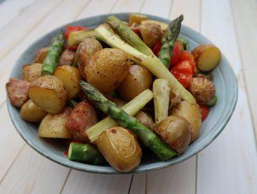 Pommes de terres primeurs aux saucisses & asperges