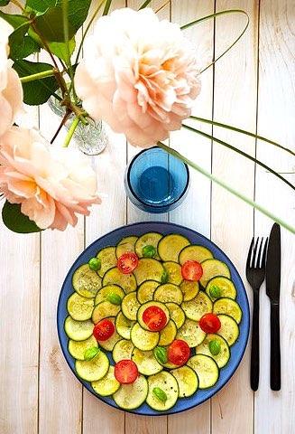 Carpaccio de courgette, huile d'olive & citron
