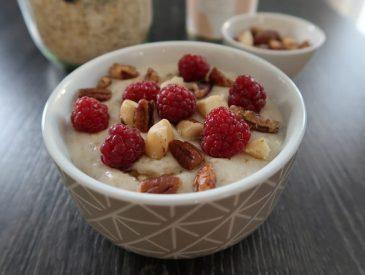 Porridge d'été, noix & framboises