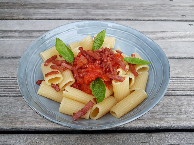 Rigatoni à la concassée de tomates au basilic