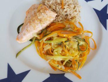 Spaghettis de légumes et saumon au four