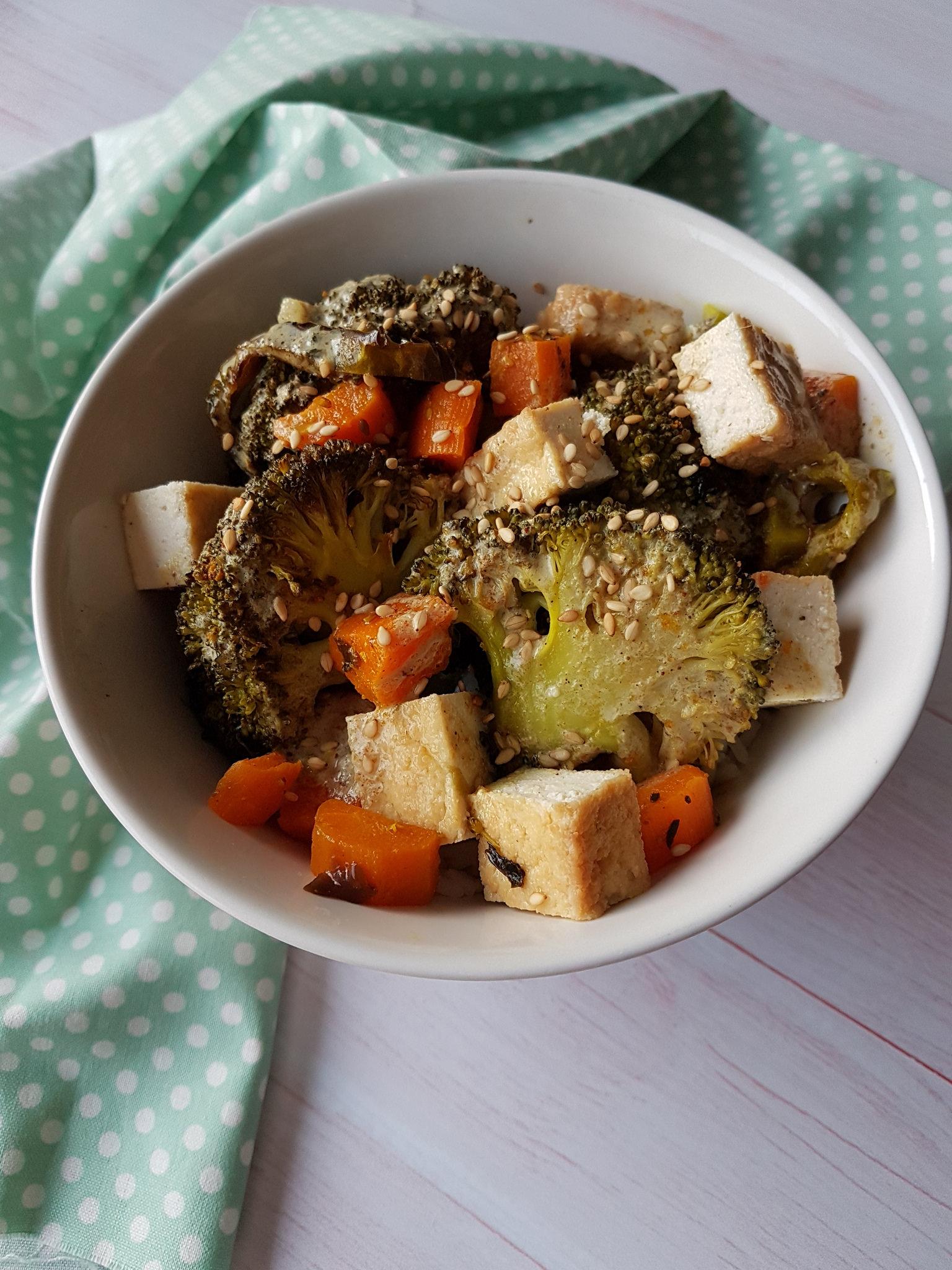 Légumes et tofu rôtis, sauce au lait de coco