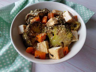 Légumes et tofu rôtis, sauce au lait de coco au curry