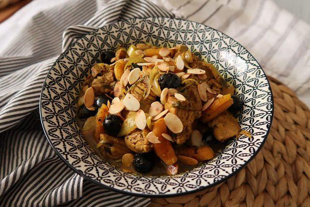 Filet mignon de porc aux abricots et amandes