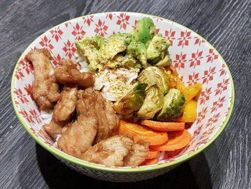 Bol de riz au poulet et légumes à la coréenne