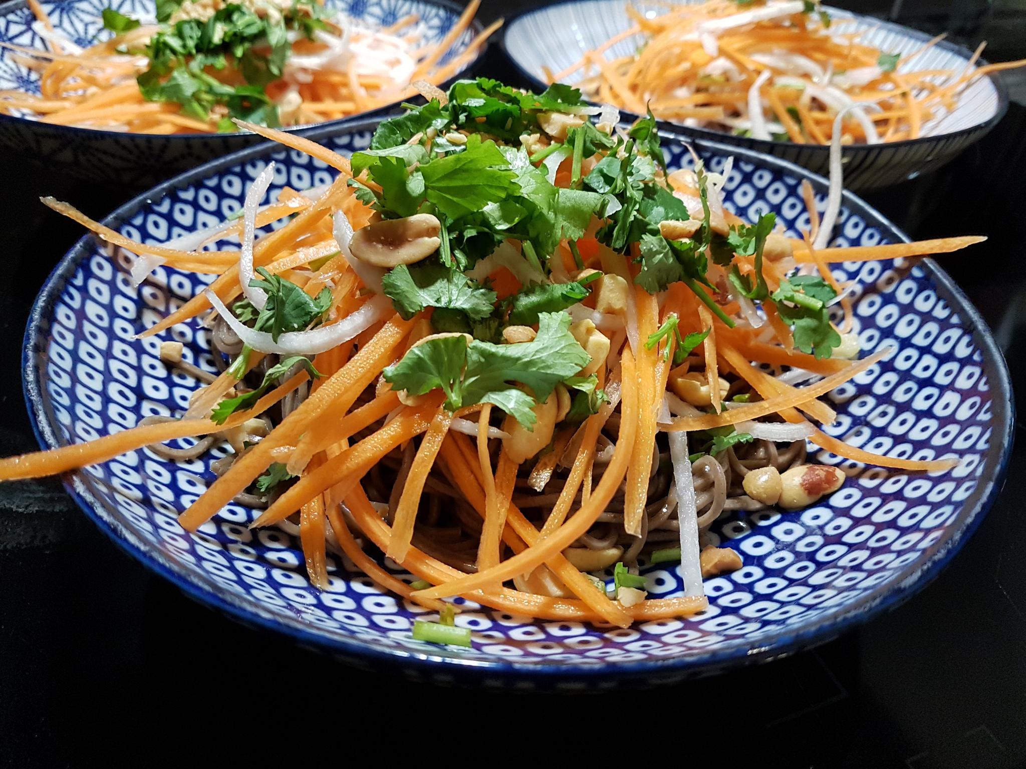 Soupe asiatique, nouilles soba & légumes