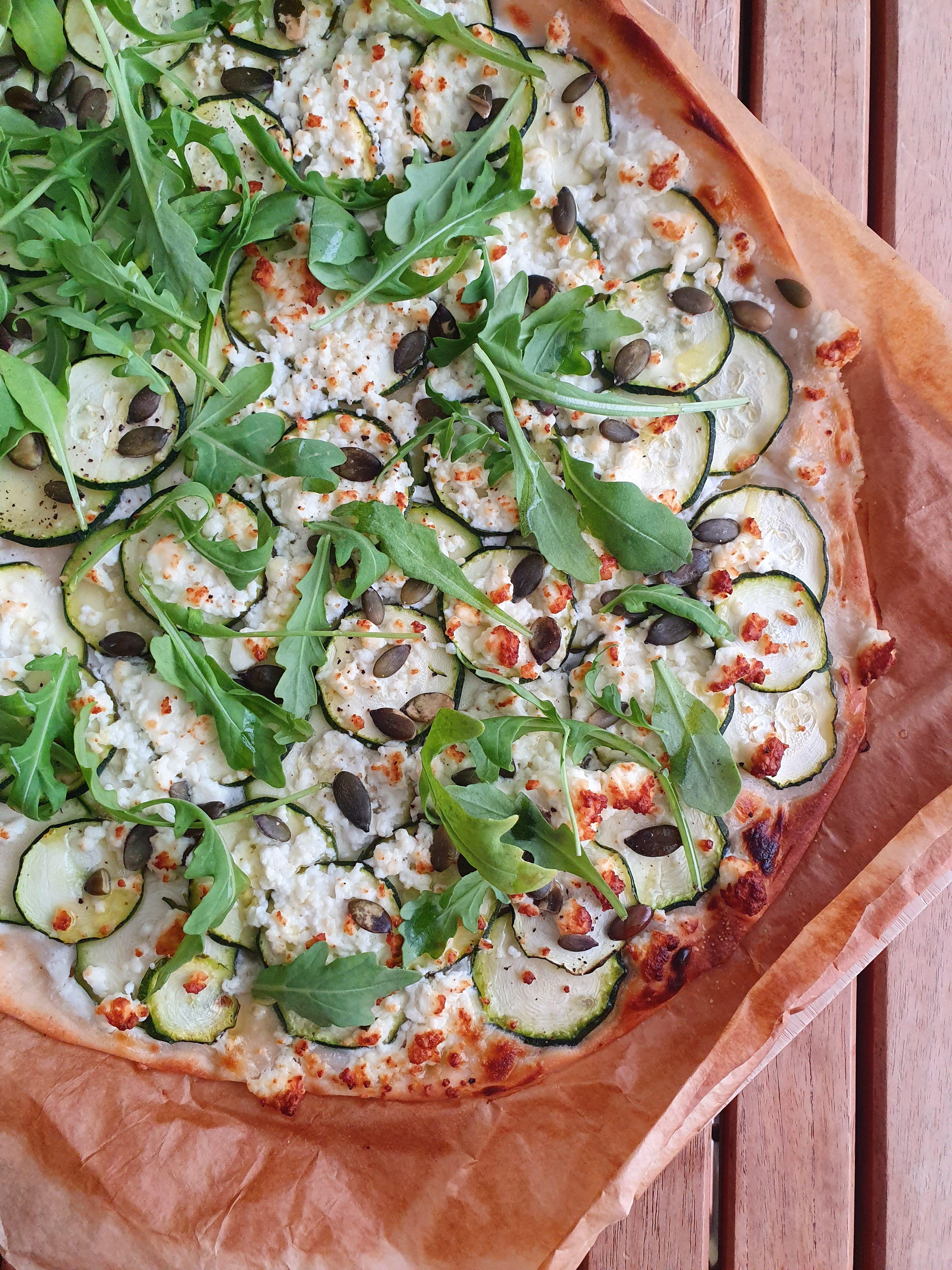 pizza courgette feta roquette