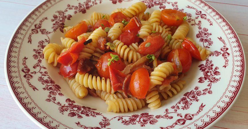 Fusilli aux deux tomates et lard fumé