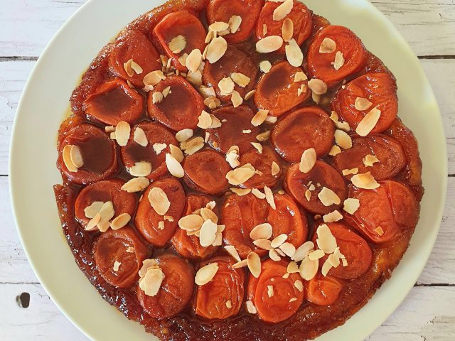 Tarte tatin aux abricots et amandes