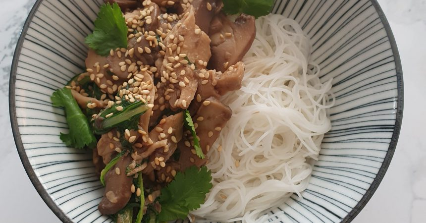 Wok de champignons aux émincés de soja et blé